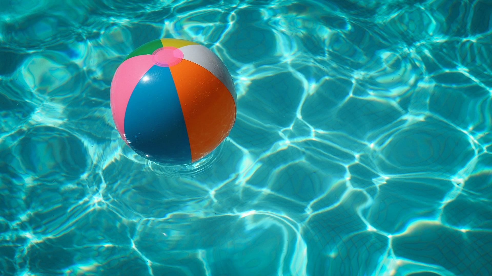 raphael-biscaldi-unsplash_ swimming pool spa